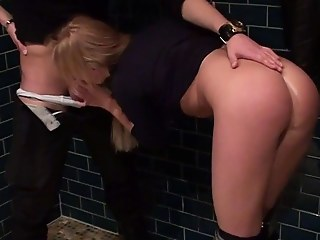 Blonde goes be advantageous to risky outdoor blowjob