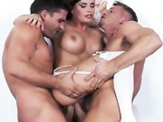 Sex-crazed be enamoured of needs 2 cocks less satisfy her sexual urge