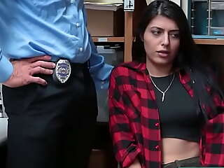 Teenrobbers xxx porn video : Slut Hold-up man Swallow Two Huge Weasel words to Avoid Jail