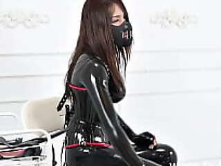 fx-tube xxx2020.pro乳胶紧身连衣裤情妇调教和化妆的沉重的橡胶药膏口交5mins