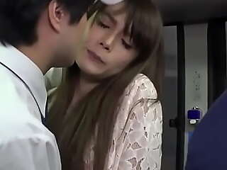 Akemi Horiuchi Groped increased by Fucked 在 Bus Ride