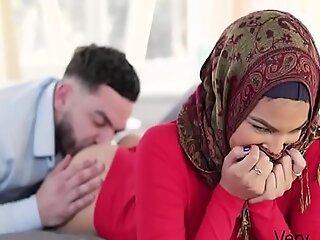我的处女姐妹Fro Hijab性交-Maya Farrell