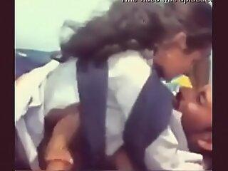 印度年轻的学生被她的老师搞砸了。绝对热。必须注意