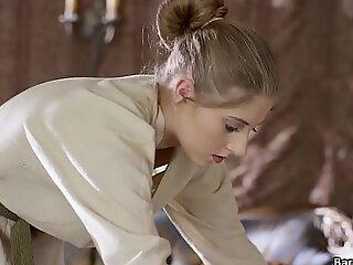 圣昆丁鹌鹑在她的Lady_s房间里扮演着皮草派