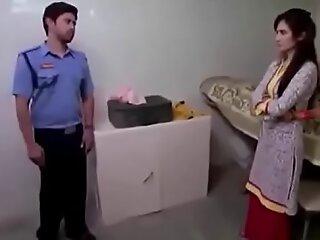 少年印度妹妹强有力搞砸通过床单锚保护者印地语色情