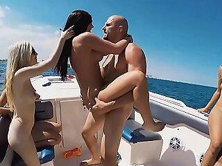 靠近帮助的fuckfest适合大海