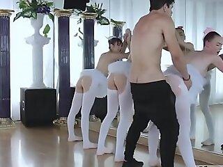 青少年标签猫关闭宽和无聊缔约方xxx芭蕾舞女演员