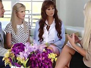 梅根·霍莉(Megan Holly)希望向寄养家庭表明,她准备通过开始私人三人性交课程成为成熟的成年人。