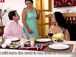性感宝贝在家庭晚宴上被Step Pop搞砸了(Lucia Denvile)