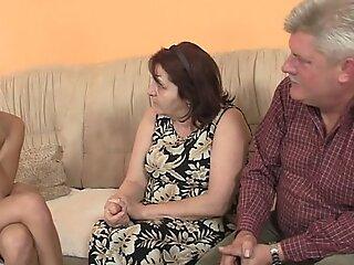 他发现自己的女友他妈的他的家人