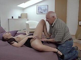 DADDY4K。美女奥妮拉·莫根(Ornella Morgen)喜欢与讨厌的爸爸的讨厌的性爱