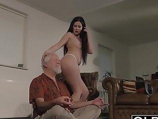 古老而又年轻的色情片汇编甜美的青少年做爱