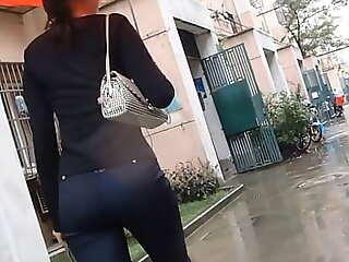 老小区边上的站街妓女,身材一流,美臀诱人