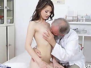 Sensational babe Licie enjoys sex simulate