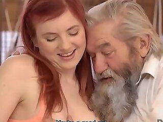 DADDY4K. Redhead suka cara BF dan ayahnya tua menyembah dia cerdik