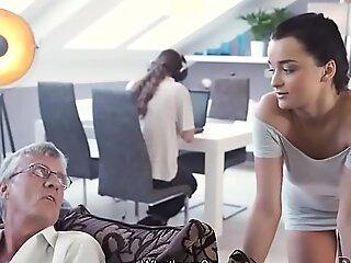 DADDY4K. Scummy seks lelaki tua dan manis si rambut coklat berakhir dengan merangkap dalam mulut