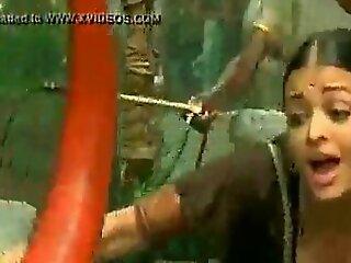 bollywood actress aishwaria rai huge breast deep cleavage - XNXX free porn video
