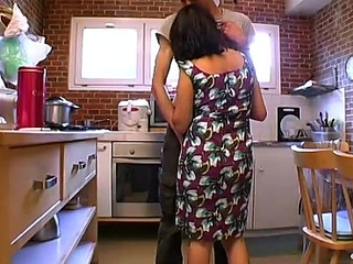 Arabic girls mature  fucks with a young man at home!! French amateur